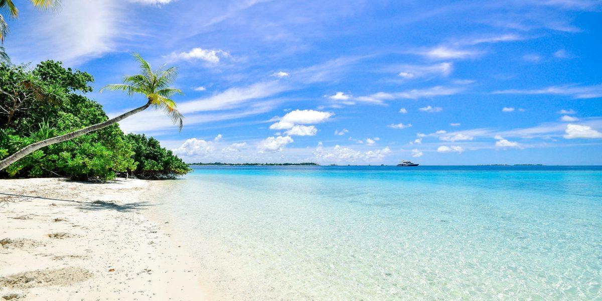 beach-calm-clouds-idyllic-457882